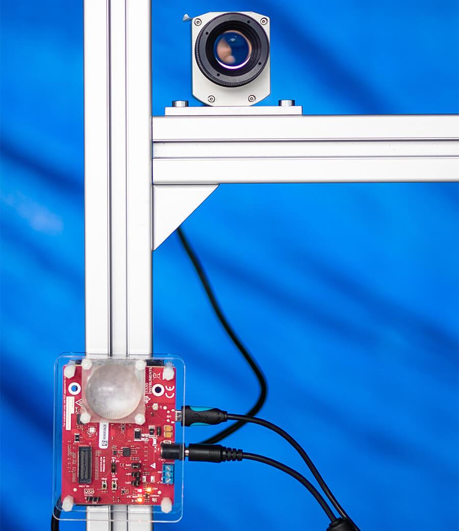 Testvorrichtung mit Wärmebildkamera und Mikrowellensender und -empfänger.   Quelle: Robert-Bosch-Krankenhaus/Cahristoph Schmidt