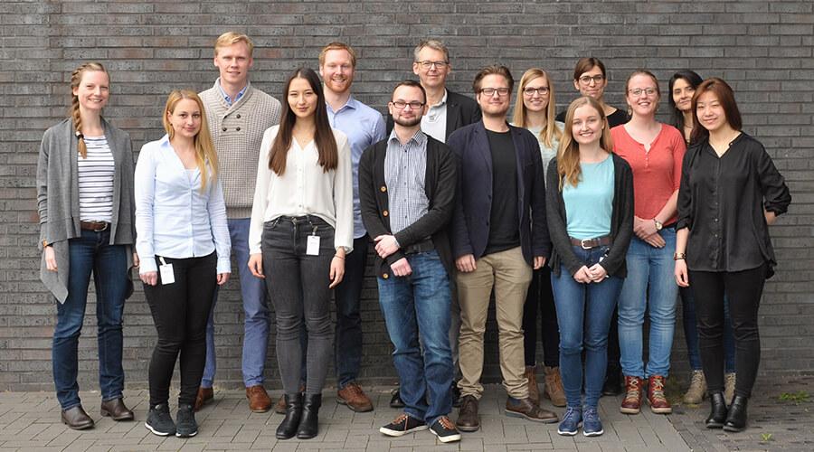 Die Seminarteilnehmer der Akademie Hypatia mit Professor Frank Vollertsen bei deren Treffen in Bremen im März 2017. Quelle: SFB/TRR 136
