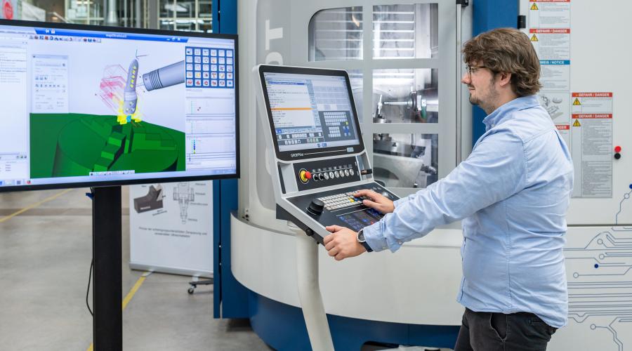 Teilautomatisierte Fertigungsplanung eines Implantates mit Hilfe der CAM-Software hyperMILL (OPEN MIND Technologies AG) © Uli Benz/TUM | Quelle: iwb, Technische Universität München