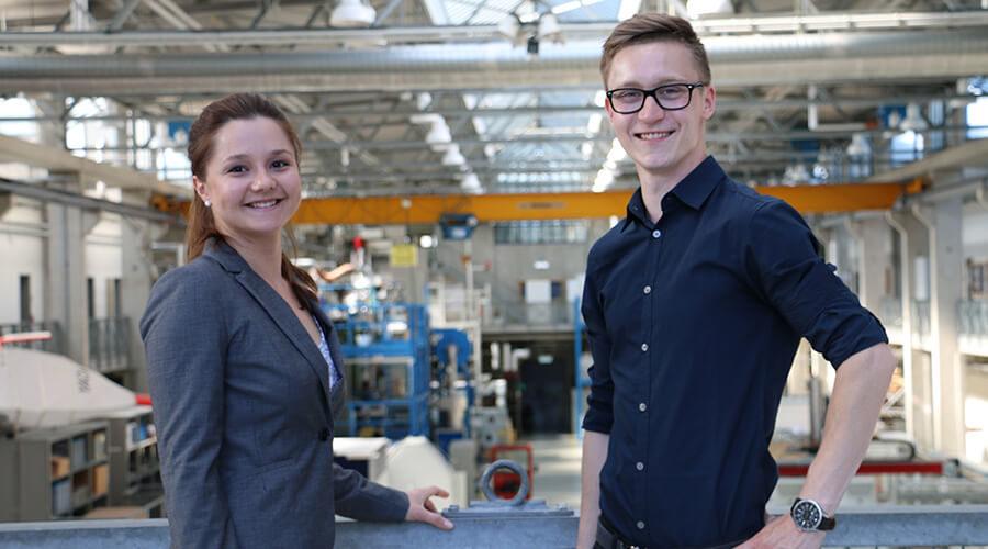 Frau Katharina Gebert und Herr Arne Beinhauer, ehemalige Teilnehmer der Akademie Hypatia, sind mittlerweile wissenschaftliche Mitarbeitende am Leibniz-IWT und der Universität Bremen. | Quelle: Leibniz-IWT Bremen