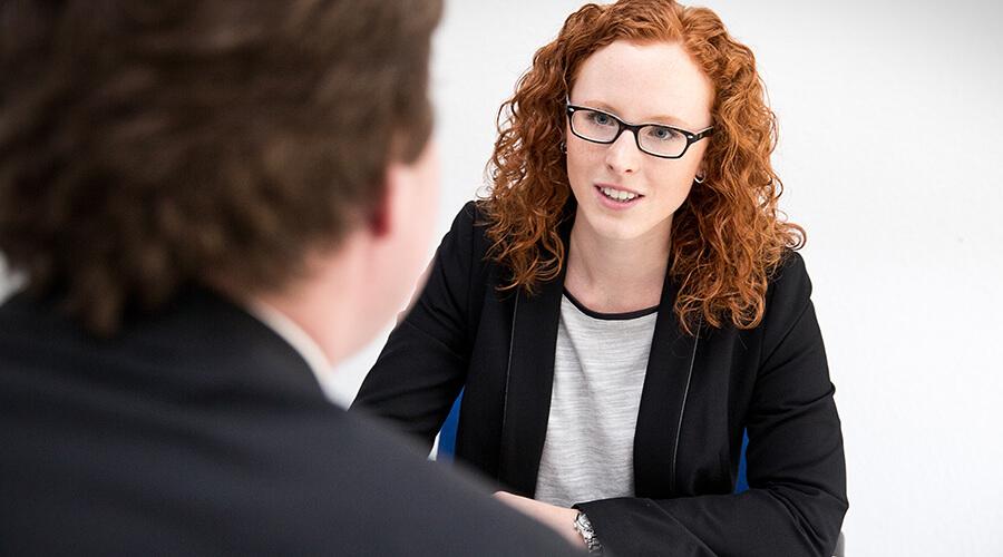 Nadine Wahl – Karriereberaterin am Karrierepool im persönlichen Beratungsgespräch © Karrierepool